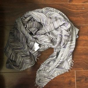 The Avenue Scarf by Thirty-One Zig Zag Zoom